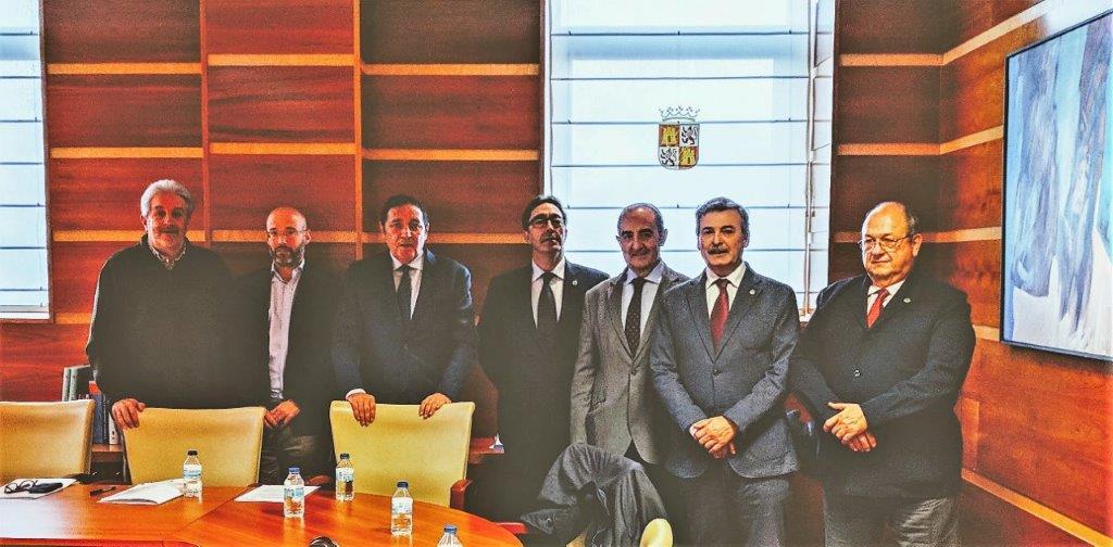 Los dentistas de Castilla y León se reúnen con Sáez Aguado. Objetivo: Idental y la publicidad engañosa